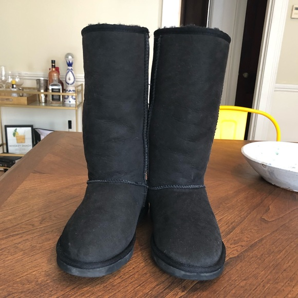 65b76bc17e2 Classic Tall Black Women's UGG Boots: Size 9